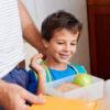 Lancheira infantil de verão: nutricionista ensina a montar lanches saudáveis e resistentes ao calor.