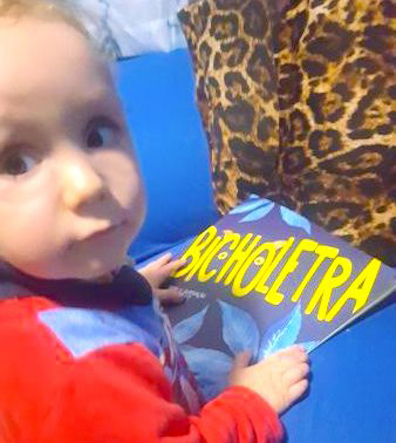 criança lendo