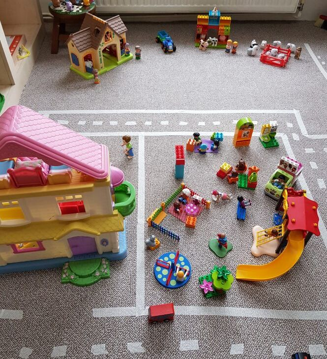 """Imagem do blog """"Adventures with J"""" https://www.adventureswithj.co.uk/play/creating-a-play-town-for-preschoolers/"""