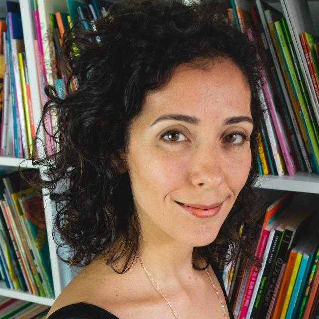 Renata Nakano, idealizadora do Clube Quindim, autora deste artigo sobre faixa etária e competência leitora.