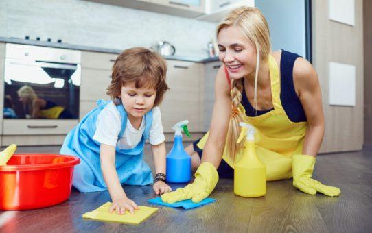 Tarefas para crianças: como os pequenos podem ajudar na rotina familiar (por faixa etária)
