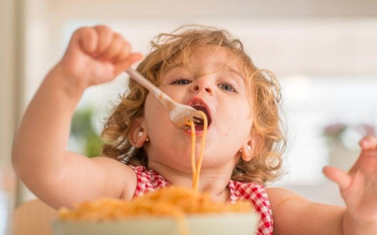criança com fome