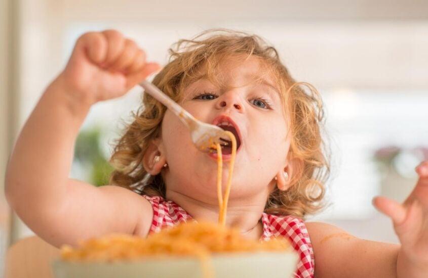 Criança com fome a todo momento: o que fazer?