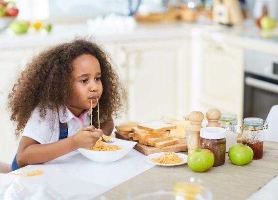 criança com fome toda hora