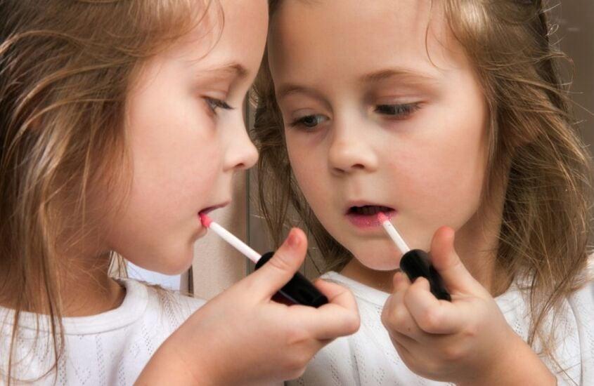 Maquiagem infantil: estamos transformando nossas crianças em pequenos adultos?