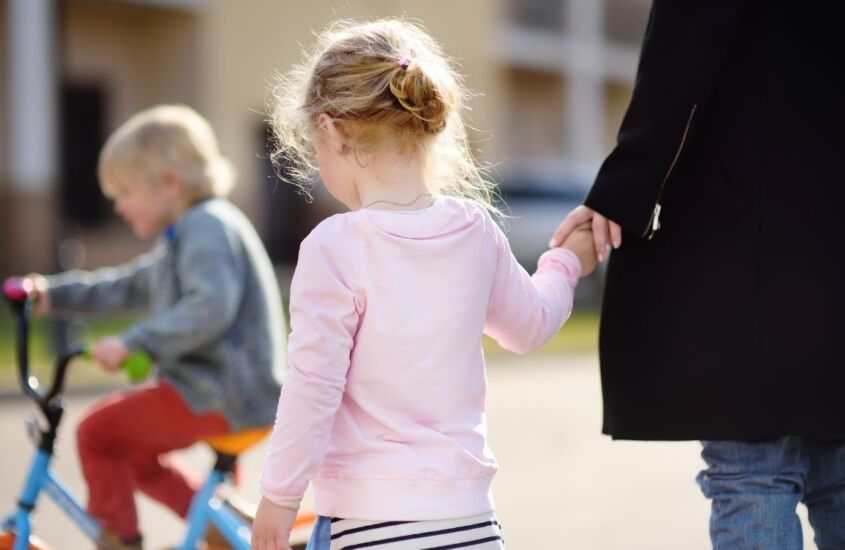 Ciúme infantil e psicologia: saiba porque seu filho sente ciúmes