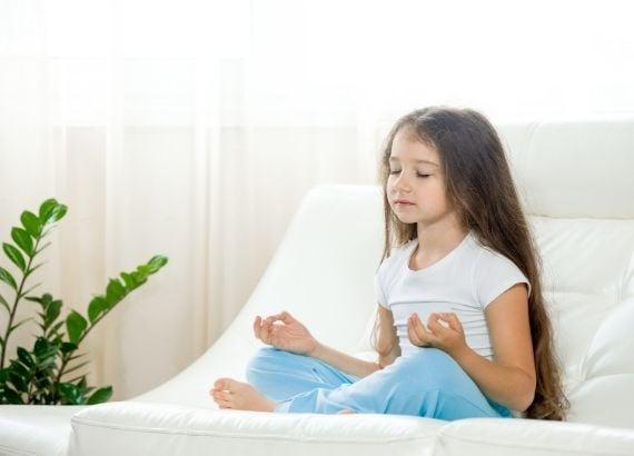 Quais são os benefícios da meditação infantil?