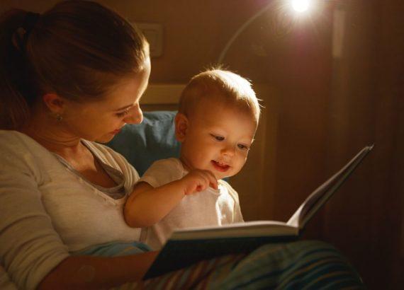 Como contar histórias para bebês
