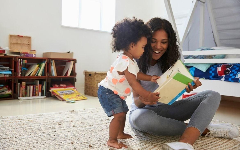 Como contar histórias para bebês. Como ler para bebês de 0 a 2 anos