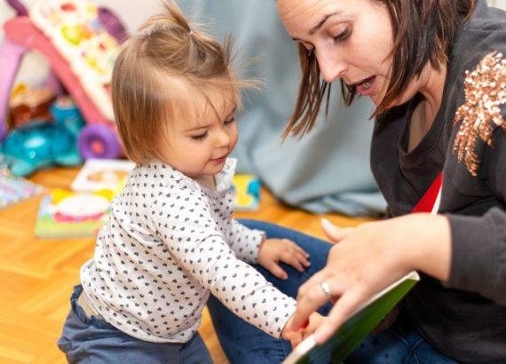 Como contar histórias para bebês. Dicas para ler para bebês