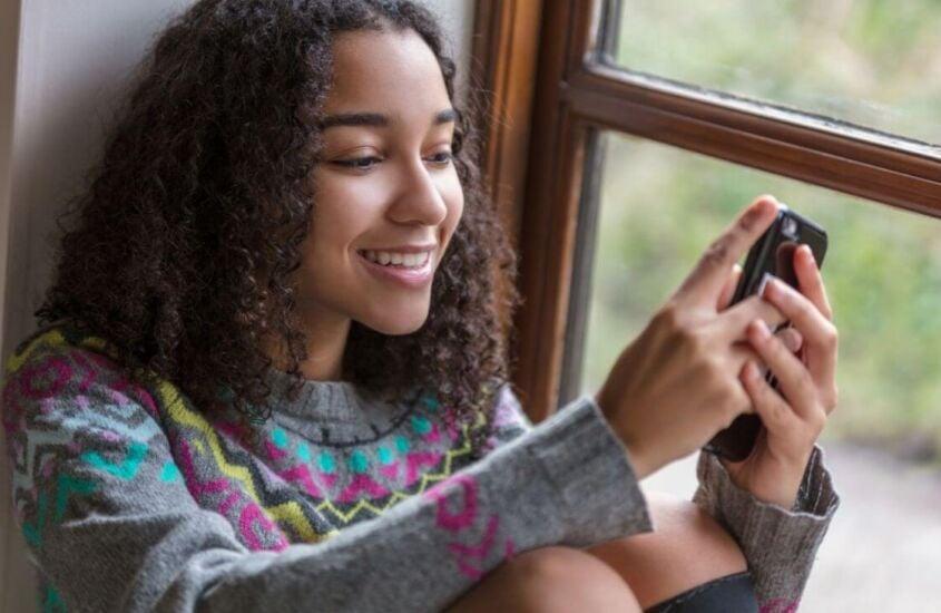 Quais os impactos psicológicos do uso de redes sociais pelos jovens?