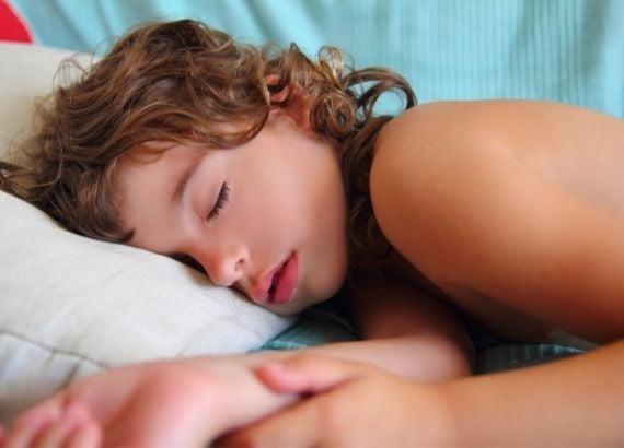 Como tratar enurese noturna infantil. Como lidar com o xixi na cama