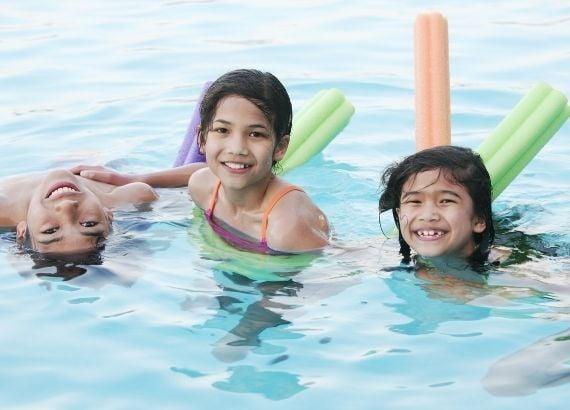 Quais são os benefícios da natação infantil